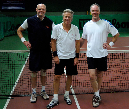 The RacquetTune developer (right) at a match in the Swedish senior series. These players have a total of 11 Grand Slam Titles between them.